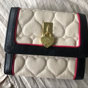 🚨2/$20🚨Betsy Johnson small quilted crossbody bag